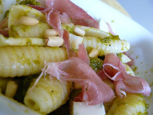 Pasta fredda al pesto di Pistacchio e speck
