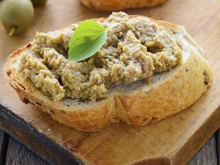 Bruschetta alle olive verdi